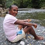 La señora de Bocas de Yumuri qui m'a fait goûter au mamey silvestre. Possible descendante des indiens Taïnos, mais ça la fait bien rire.