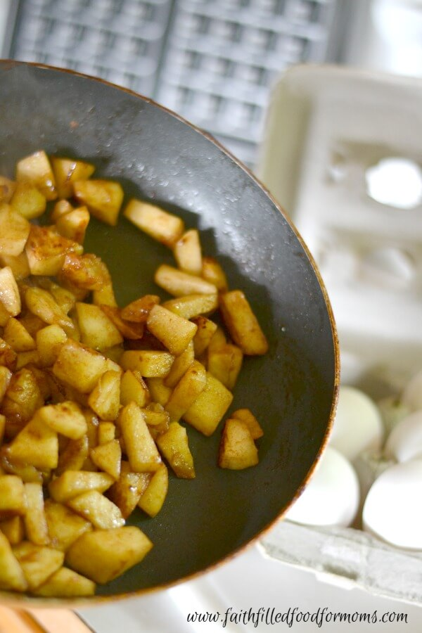 apple-stuffed-french-toast-waffles-3