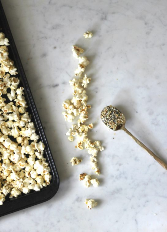 Everything Bagel Popcorn with Everything Spice & Nutritional Yeast