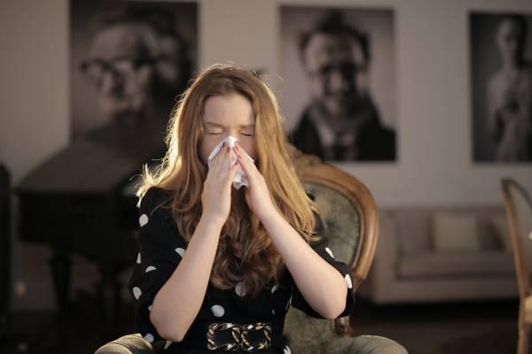 Qué sucede cuando estornudamos