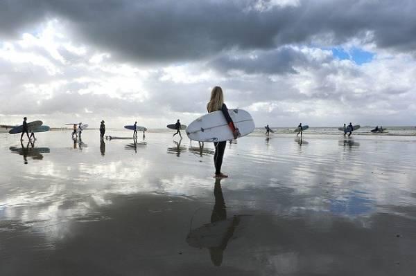deportes para hacer en verano - surf