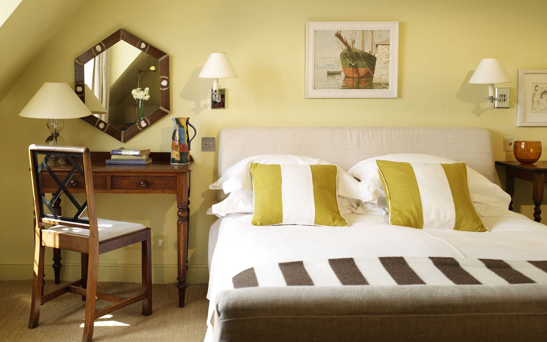 SPRING CLEANING IN A SNAP: Your Bedroom, a Serene Retreat