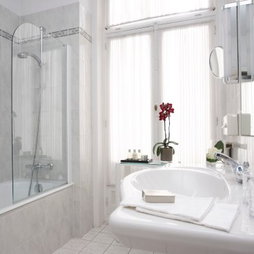 SPRING CLEANING IN A SNAP: Scrubbing the Bathroom