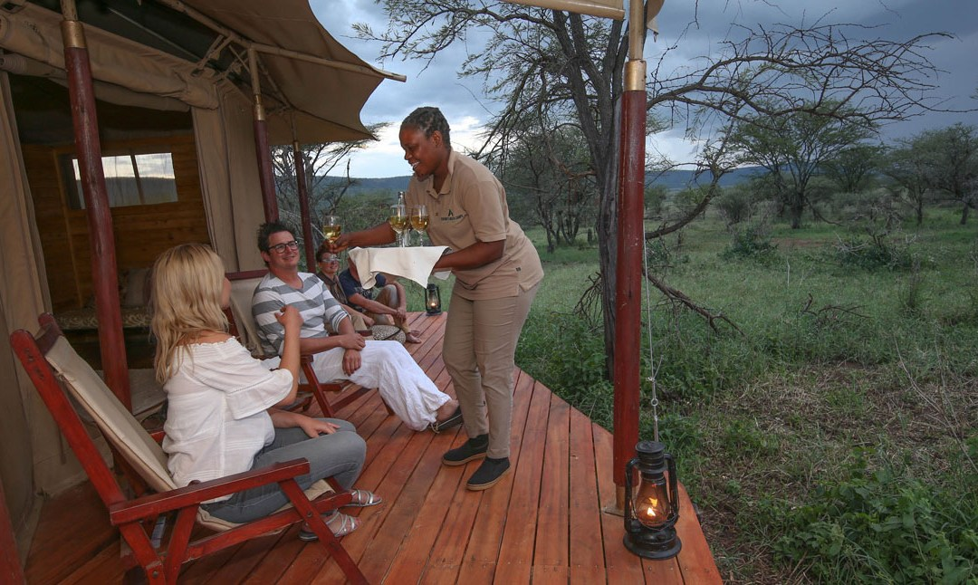 TOP HONEYMOON ACTIVITIES AT SERENGETI ACACIA CAMPS – FOR THE ADVENTUROUS NEWLY-WEDS!