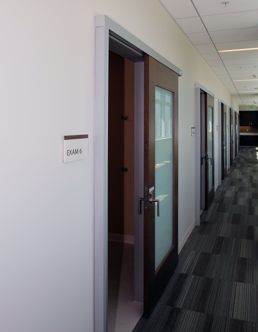healthcare-hospitality-sliding-door-system-colorado-springs_Serenity Sliding Doors (2)