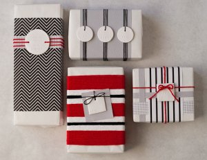 JOY PEACE NOEL : Small Round White Holiday Gift Tag (quantity 6 - 2 of each)