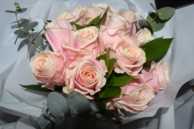 blossoming gifts - pink roses 2