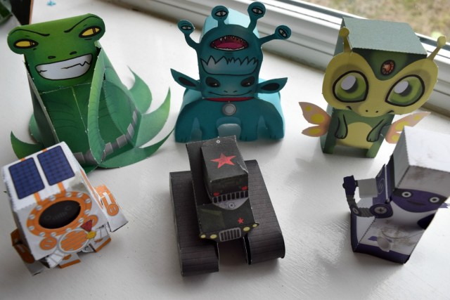 paper robots and aliens 8