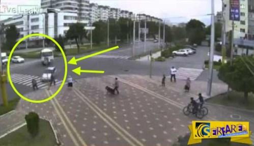 Δείτε τι έγινε όταν ασυνείδητος οδηγός πέρασε με κόκκινο και με ιλιγγιώδη ταχύτητα!