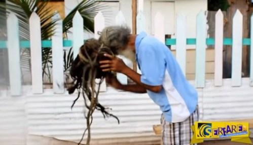Μετά από 40 χρόνια αποφάσισε να λύση τα Ράστα μαλλιά του! Μοναδικό θέαμα …