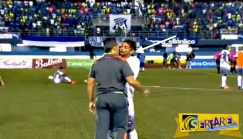 Ποδοσφαιριστής έκανε «ντου» στον προπονητή του! – Δείτε το βίντεο