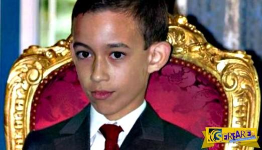12χρονος πρίγκιπας σιχαίνεται το χειροφίλημα – Ο σπαρταριστός τρόπος που αντιδρά