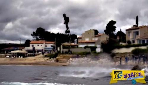 Nέο ρεκόρ Γκίνες: Δείτε την μεγαλύτερη πτήση με ένα hoverboard!