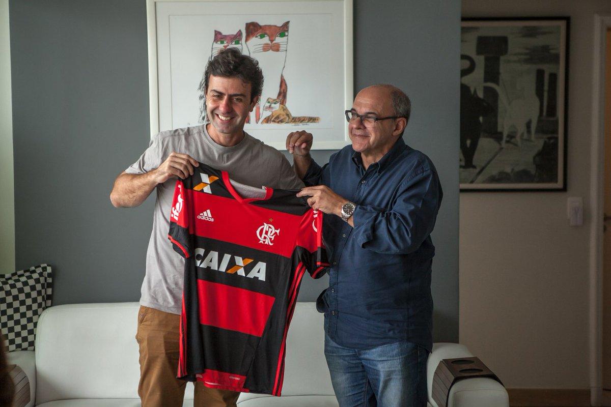 Foto de Bandeira com Marcelo Freixo expõe ligação do seu irmão com o PSOL