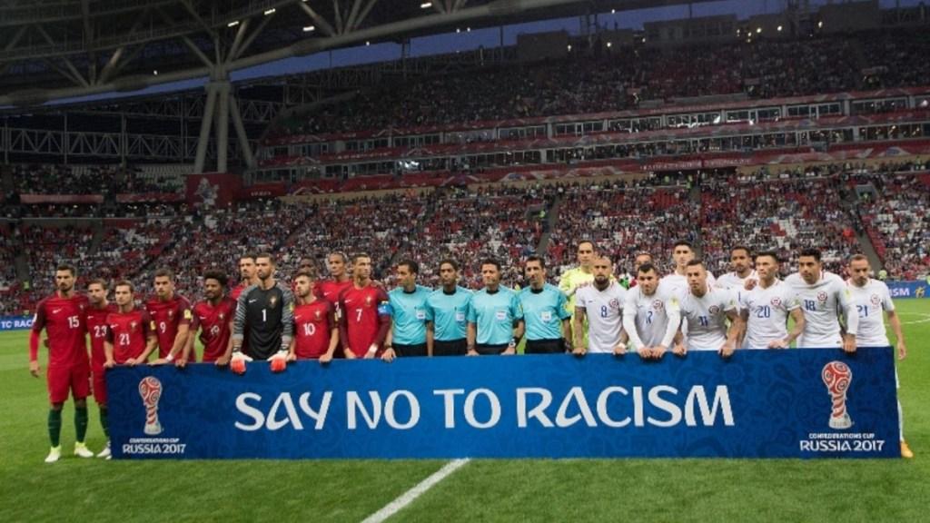 CBF, CONMEBOL E FIFA FAZEM CAMPANHAS CONTRA O RACISMO, MAS NÃO TEM DIRETRIZES E NEM SANÇÕES COM QUEM O PRATICA