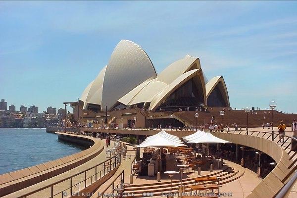 Ópera de Sydney y terrazas en Bennelong Point