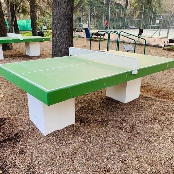 mesas de la marca sergin en el parque del Retiro de Madrid