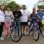 Ganhadora de bicicleta do Passeio Ciclístico doa prêmio para aluno da APAE