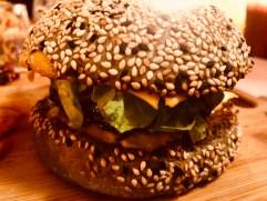 Burger de folie au Grand Large, Grand Large, Serialfoodie, restaurant, abidjan, cote d'ivoire