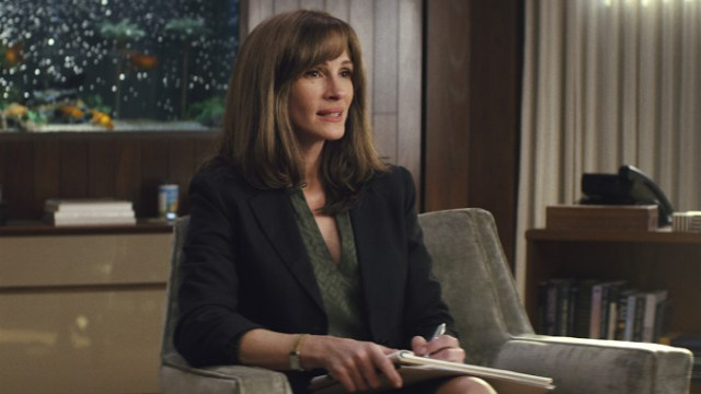 "UN PETO E JULIA ROBERTS: ""HOMECOMING"""