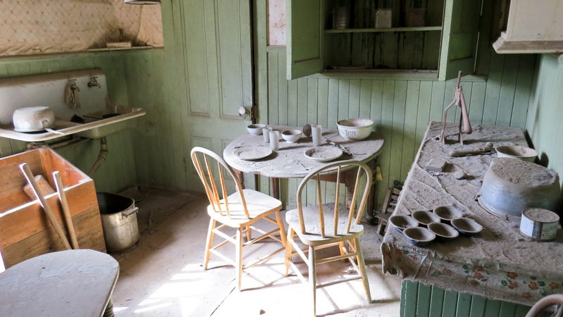 serial-travelers-bodie-historic-state-park-inside-an-house