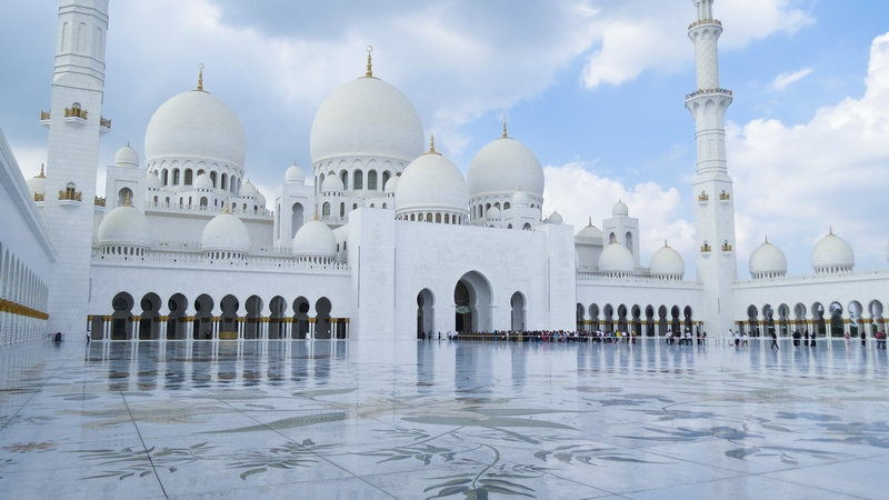serial-travelers-abu-dhabi-mosquee-Cheikh-Zayed-cour-interieure(1)