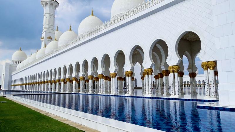serial-travelers-abu-dhabi-mosquee-Cheikh-Zayed-pool