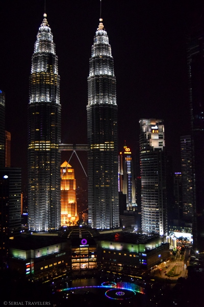 serial-travelers-malaisie-kuala-lumpur-petronas-twin-towers-sight-from-traders-sky-bar(2)