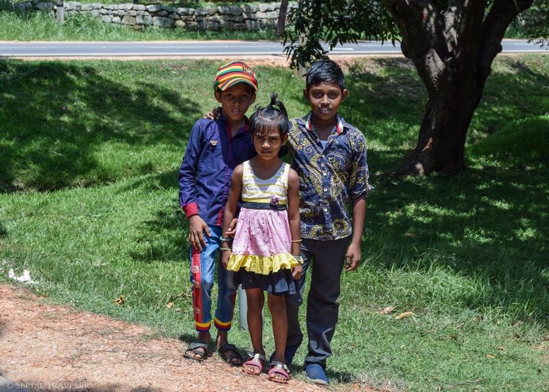 serial-travelers-sri-lanka-minhintale-children