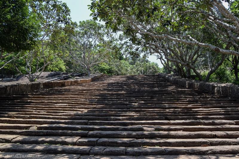 serial-travelers-sri-lanka-minhintale-stairs