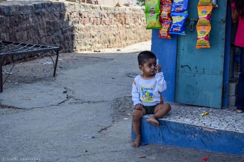 serial-travelers-inde-jodhpur-streets2-portrait-child