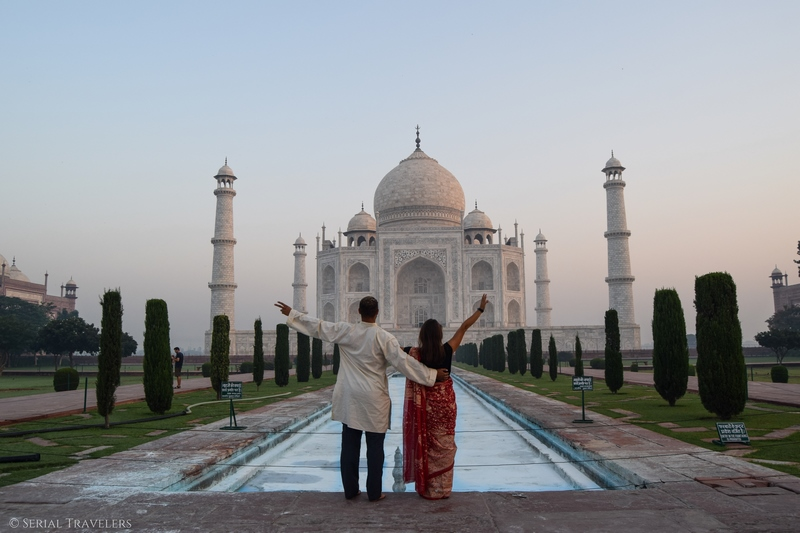 serial-travelers-india-agra-taj-mahal-sunrise-couple-sari-saree-tenue-traditionnelle-indienne-3