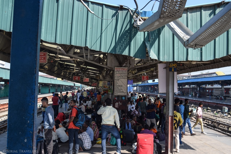 serial-travelers-india-delhi-new-delhi-station-train-to-agra