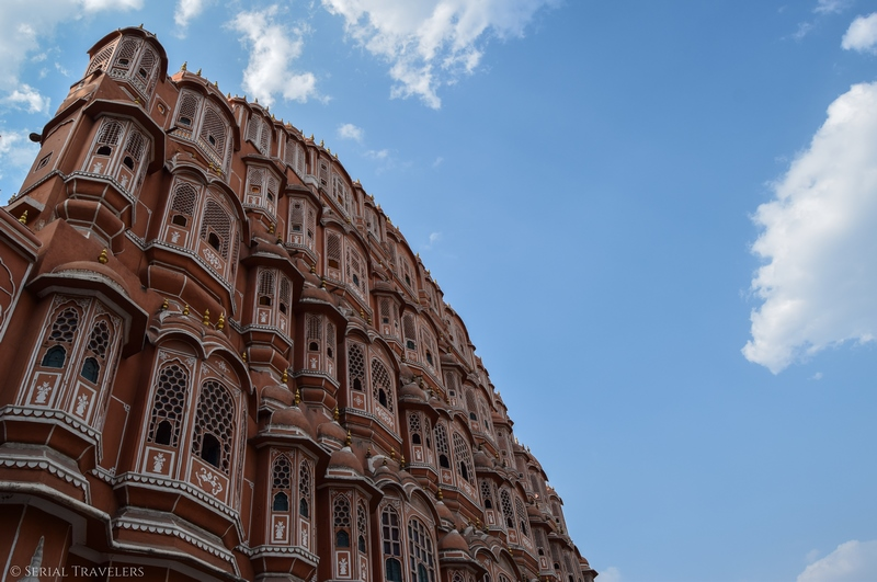 serial-travelers-india-jaipur-pink-city-hawa-mahal-blue-sky
