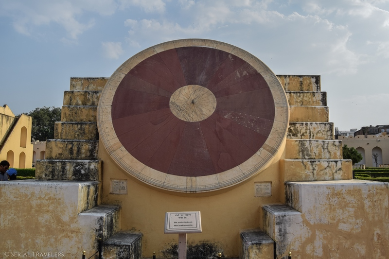 serial-travelers-india-jaipur-pink-city-observatoire-jantar-mantar-observatory-sun