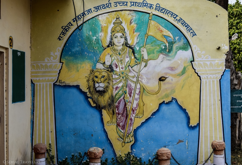 serial-travelers-india-jaipur-pink-city-street-art-wall-painted-lady-india