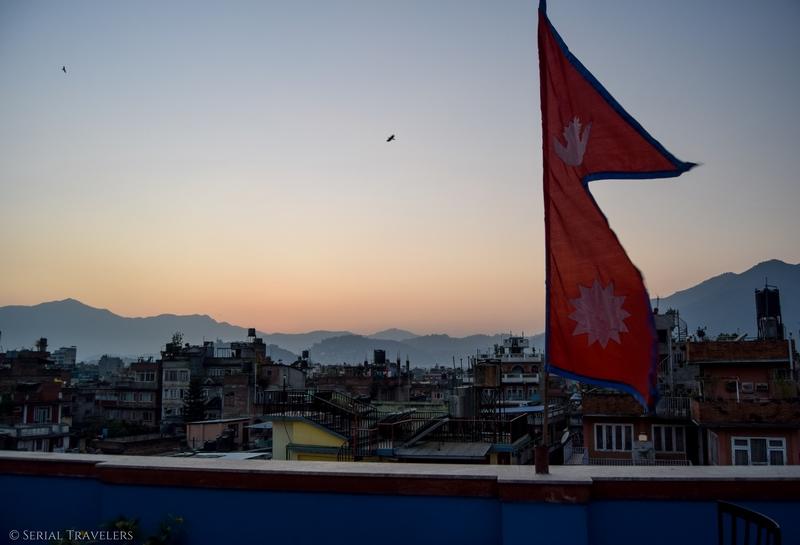 serial-travelers-nepal-katmandou-rooftop-the-famous-house-hostel-view-vue-3