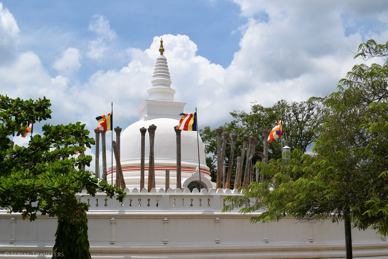 serial-travelers-sri-lanka-anuradhapura-stupa