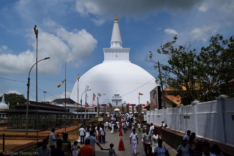 serial-travelers-sri-lanka-anuradhapura-white-stupa-2