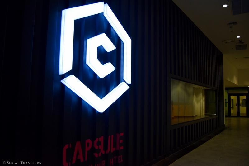 On a testé une nuit dans un hôtel capsule à l'aéroport de Kuala Lumpur !