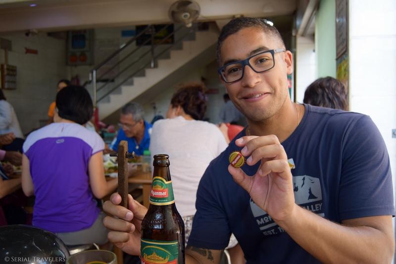 serial-travelers-myanmar-birmanie-burma-incontournable-ou-manger-a-mandalay-golden-shan-restaurant-buffet-illimite-myanmar-beer
