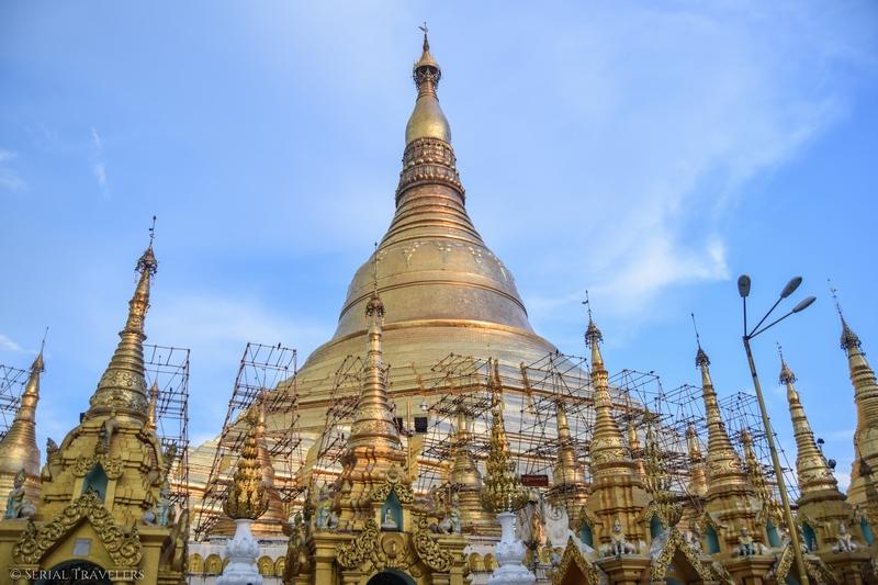 serial-travelers-myanmar-que-faire-a-yangon-rangoun-pagode-shwedagon-plus-grande-pagode-ciel-bleu-blue-sky