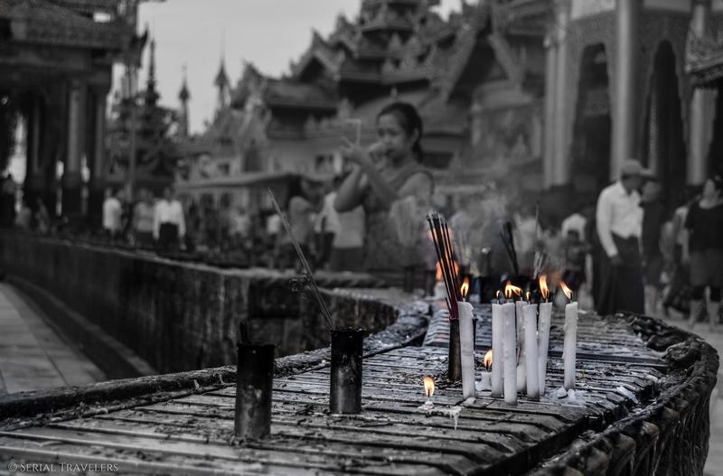 serial-travelers-myanmar-que-faire-a-yangon-rangoun-pagode-shwedagon-plus-grande-pagode-myanmar-bougie