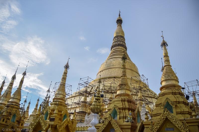serial-travelers-myanmar-que-faire-a-yangon-rangoun-pagode-shwedagon-plus-grande-pagode-myanmar-echaffaudage-bambou