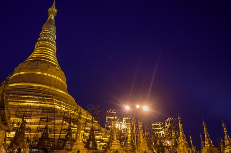 serial-travelers-myanmar-que-faire-a-yangon-rangoun-pagode-shwedagon-plus-grande-pagode-night-nuit-4