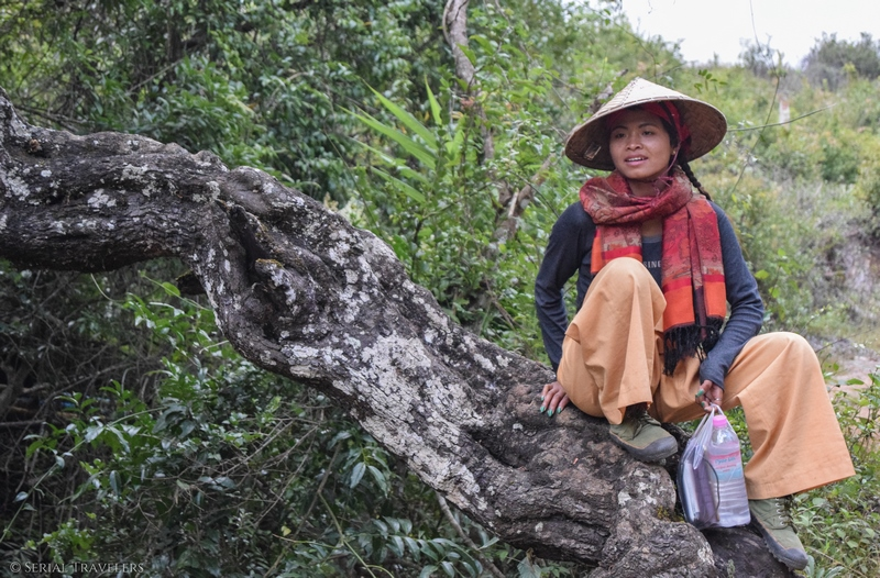 serial-travelers-myanmar-trek-kalaw-inle-sam-family-femme-birmane-2