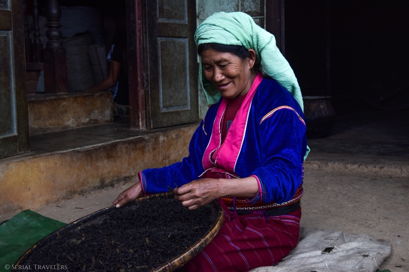 serial-travelers-myanmar-trek-kalaw-inle-sam-family-femme-birmane-the-portrait