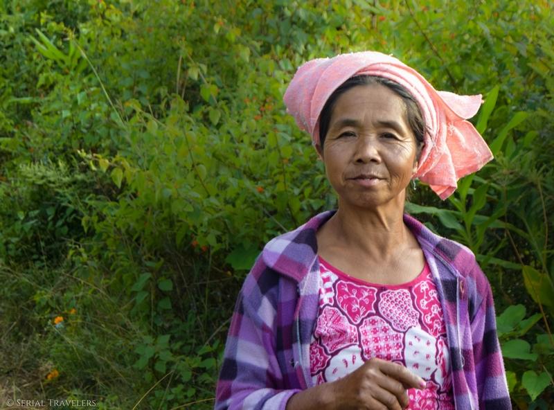 serial-travelers-myanmar-trek-kalaw-inle-sam-family-femme-birmane