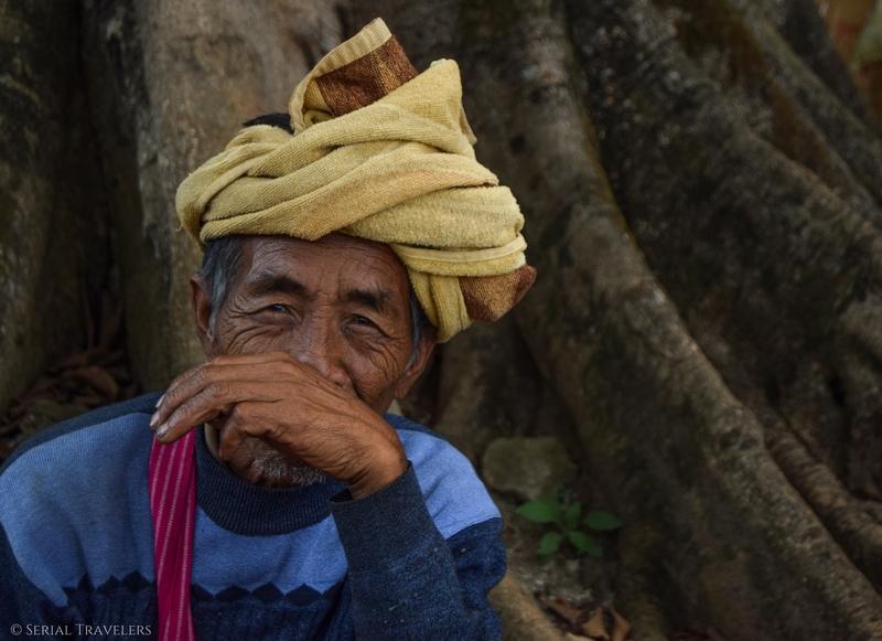 serial-travelers-myanmar-trek-kalaw-inle-sam-family-homme-birman-portrait-sourire-smile-2