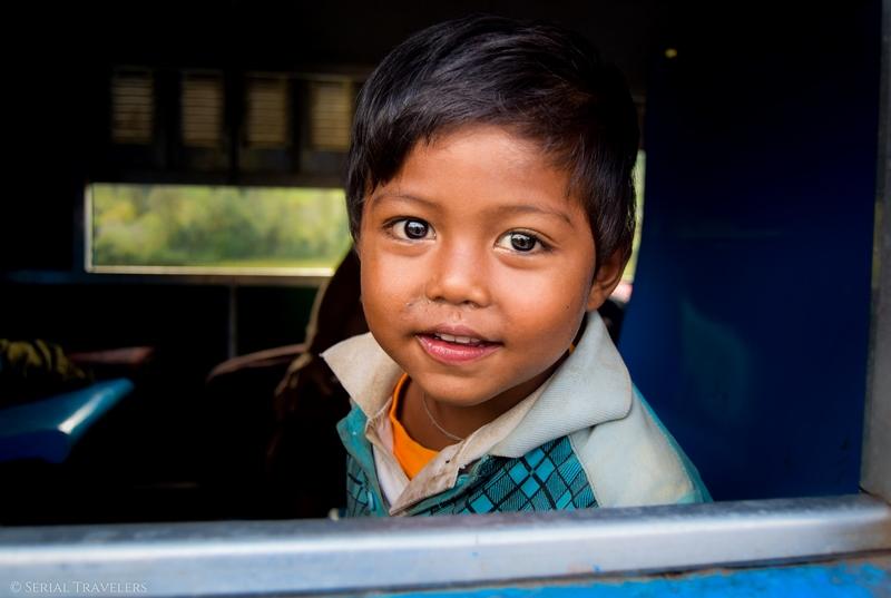 serial-travelers-myanmar-trek-kalaw-inle-sam-family-portrait-enfant-birman